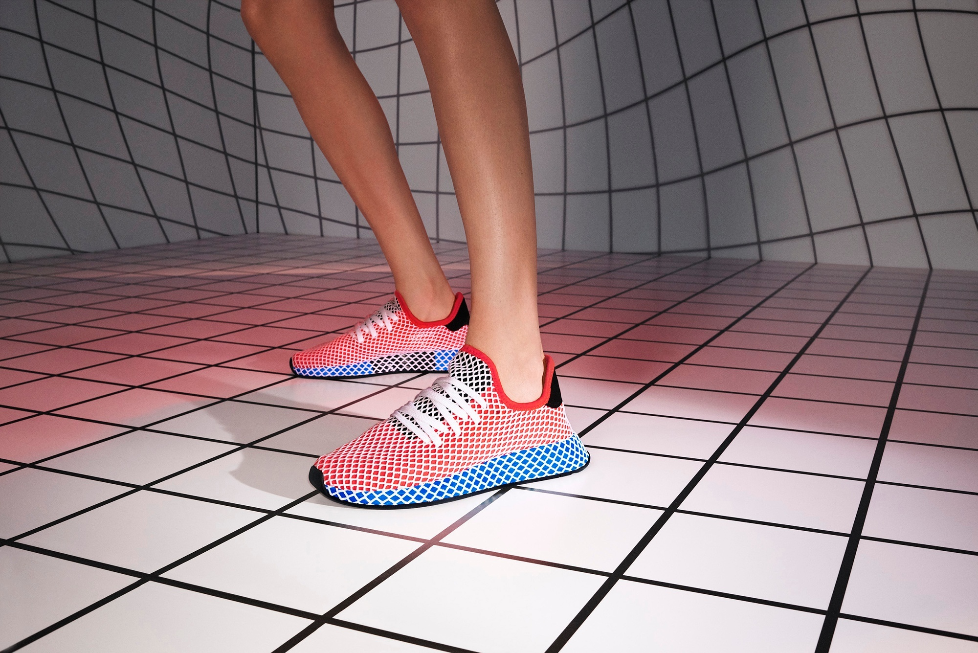SS18_DEERUPT_QC2624_AC8466_DIRECTIONAL_ON_FOOT_13_012_RGB-1